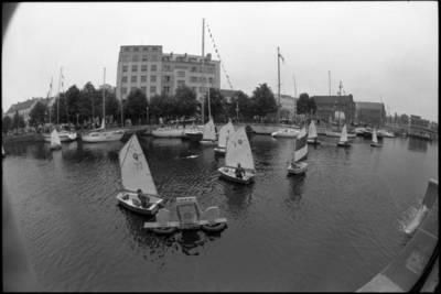 [Jūros šventės fragmentas. Dangės (Danės) upė. Klaipėda] / Audronius Ulozevičius. - 1987