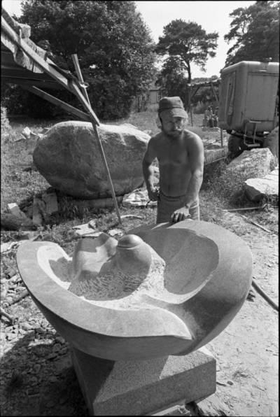 [Skulptorius Klaudijus Stepanovas (Pūdymas). Skulptorių simpoziumas Smiltynėje] / Audronius Ulozevičius. - 1979