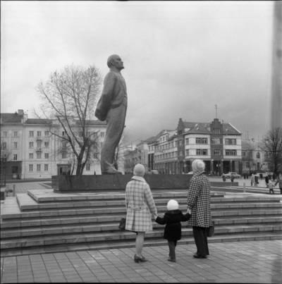 [Prie Lenino paminklo 1976 m. lapkričio 1 d. Klaipėda] / Bernardas Aleknavičius. - 1976.XI.1