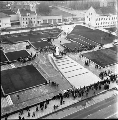 [Lenino (dab. Atgimimo) aikštės panorama 1976 m. lapkričio 3 d. Klaipėda] / Bernardas Aleknavičius. - 1976.XI.3