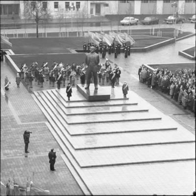 [Lenino paminklo atidarymas 1976 m. Klaipėda] / Bernardas Aleknavičius. - 1976.XI.4
