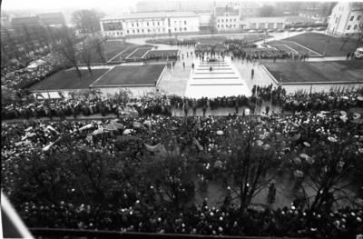 [Mitingas Lenino (dab. Atgimimo) aikštėje 1976 m. lapkričio 4 d. Klaipėda] / Bernardas Aleknavičius. - 1976.XI.4