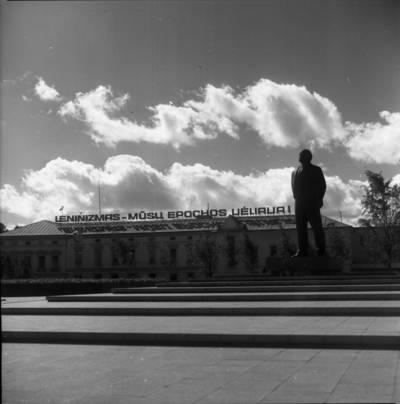 [Lenino paminklas 1979 m. Klaipėda] / Bernardas Aleknavičius. - 1979
