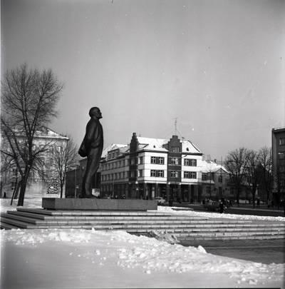 [Lenino paminklas žiemą 1979 m. Klaipėda] / Bernardas Aleknavičius. - 1979.I.22
