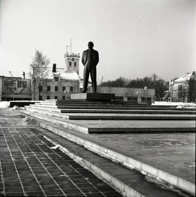 [Lenino paminklas 1979 m. sausio 22 d. Klaipėda] / Bernardas Aleknavičius. - 1979.I.22