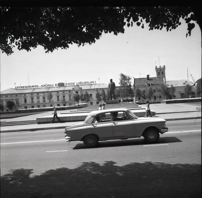 [Lenino paminklas 1980 m. Klaipėda] / Bernardas Aleknavičius. - 1980