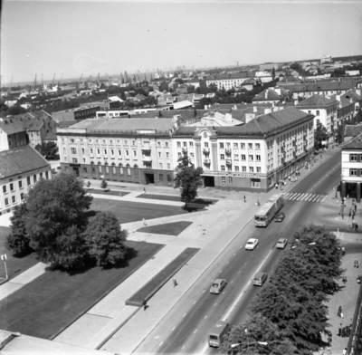 [Lenino (dab. Atgimimo) aikštės ir Vitės gyvenamojo rajono panorama 1980 m. Klaipėda] / Bernardas Aleknavičius. - 1980
