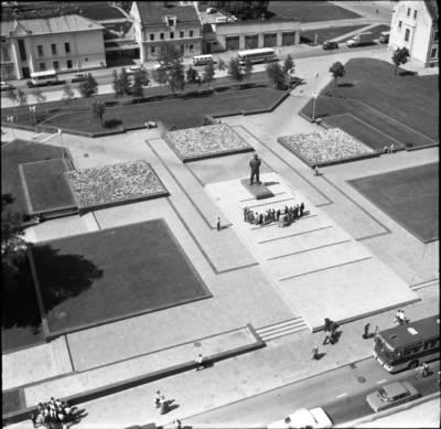 [Lenino (dab. Atgimimo) aikštės panorama 1980 m. Klaipėda] / Bernardas Aleknavičius. - 1980