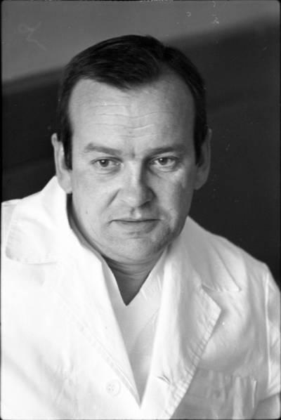 [Vilniaus miesto klinikinės ligoninės Rentgeno laboratorijos vedėjas gydytojas Eugenijus Kosinskas] / Audronius Ulozevičius. - 1978