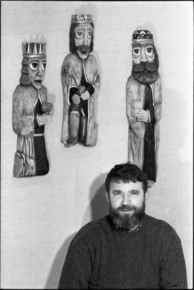 [Tautodailininkas medžio skulptorius Robertas Matulionis jubiliejinės parodos atidarymo metu] / Audronius Ulozevičius. - 1982