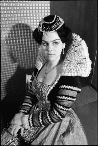 [LTSR Valstybinio akademinio operos ir baleto teatro solistė Aušra Stasiūnaitė] / Audronius Ulozevičius. - 1982