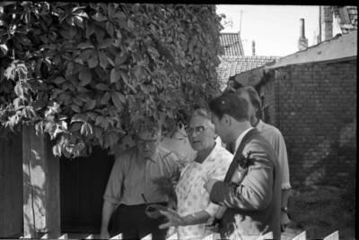 [Rašytojos Ievos Simonaitytės vizitas Klaipėdoje, buvusiame bute Tilžės g.] / Bernardas Aleknavičius. - 1966.VIII.3
