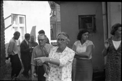 [Rašytojos Ievos Simonaitytės apsilankymas Klaipėdoje, buvusiame bute Tilžės g.] / Bernardas Aleknavičius. - 1966.VIII.3