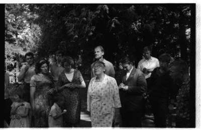 [Rašytoja Ieva Simonaitytė Vanagų kapinėse] / Bernardas Aleknavičius. - 1966.VIII.3