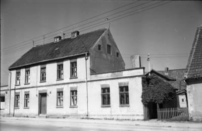 [Namas, kuriame 1931-1938 m. gyveno rašytoja Ieva Simonaitytė. Tilžės g. 11. Klaipėda] / Bernardas Aleknavičius. - 1966