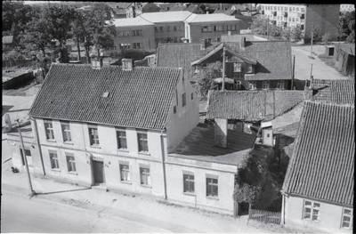 [Pastatai Tilžės g. 11 ir Butsargių g. 2, kuriuose 1925-1938 m. gyveno rašytoja Ieva Simonaitytė] / Bernardas Aleknavičius. - 196-