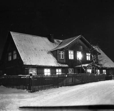 [Namas, kuriame 1925-1931 m. gyveno rašytoja Ieva Simonaitytė. Butsargių g. 2. Klaipėda] / Bernardas Aleknavičius. - 198-