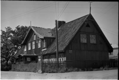 [Namas Butsargių g. 2, kuriame 1925-1931 m. gyveno ir kūrė rašytoja Ieva Simonaitytė. Klaipėda] / Bernardas Aleknavičius. - 196-