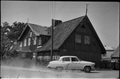 [Namas Butsargių g. 2, kuriame 1925-1931 m. gyveno rašytoja Ieva Simonaitytė. Klaipėda] / Bernardas Aleknavičius. - 196-