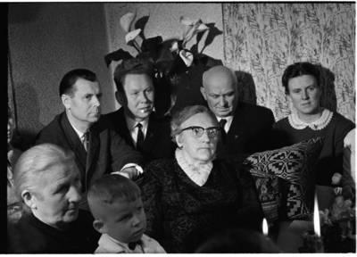 [Žvakių vakaronės su rašytoja Ieva Simonaityte fragmentas. Priekulė] / Bernardas Aleknavičius. - 1969.XI.29
