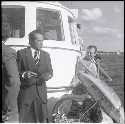 [Pasiplaukiojimo Baltijos jūra su rašytoja Ieva Simonaityte metu. Klaipėda] / Bernardas Aleknavičius. - 1977.IX.5