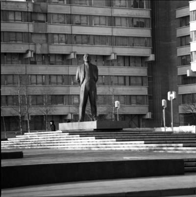 """[Lenino paminklas prie """"Klaipėda"""" viešbučio. Klaipėda] / Bernardas Aleknavičius. - 198-"""