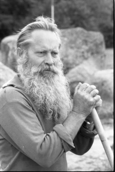[Akmenų muziejaus įkūrėjas Vaclovas Intas] / Bernardas Aleknavičius. - 198-