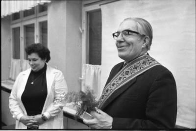 [Profesorius Jonas Vytautas Nainys ir Klaipėdos medicinos mokyklos direktorė Liucija Jurkštienė 1983 m.] / Bernardas Aleknavičius. - 1983