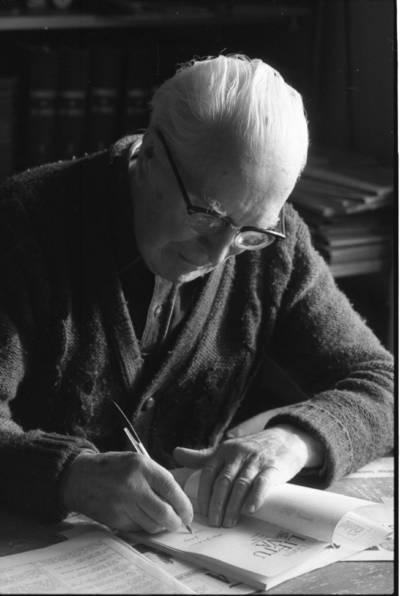 [Diplomatas, nepriklausomos Lietuvos užsienio reikalų ministras Juozas Urbšys 1988 m.] / Bernardas Aleknavičius. - 1988