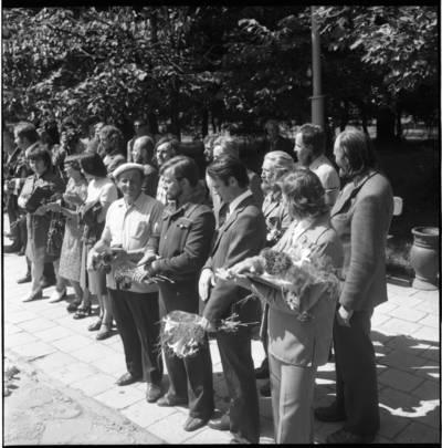 [Skulptorių simpoziumo dalyviai Klaipėdos skulptūrų parke 1977 metais] / Bernardas Aleknavičius. - 1977