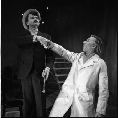 [Aktoriai Balys Barauskas ir Henrikas Andriukonis. Klaipėdos dramos teatras] / Bernardas Aleknavičius. - 1976