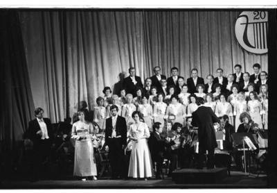 [Klaipėdos liaudies operos teatro choro ir solistų jubiliejinis koncertas] / Bernardas Aleknavičius. - 1976.XII.11