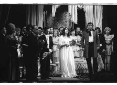 "[Klaipėdos liaudies operos teatro artistai po Giuzepės Verdi operos ""Traviata""] / Bernardas Aleknavičius. - 1979.V.07"