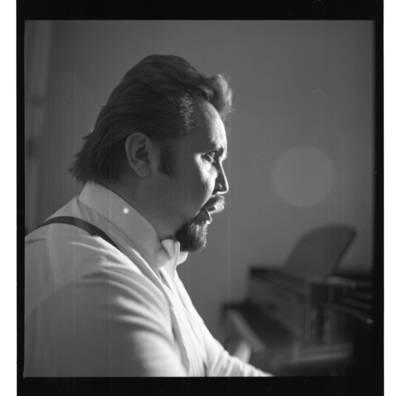"[Talino operos ir baleto teatro ""Estonia"" solistas Hendrik Krumm] / Bernardas Aleknavičius. - 1980.XI.13"