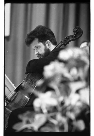 [Groja Jurgis Banevičius ketvirtajame Klaipėdos muzikos pavasaryje] / Bernardas Aleknavičius. - 1979.IV.