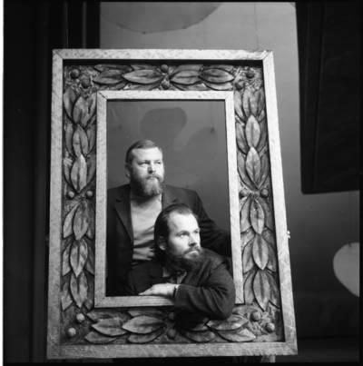 [Teatro režisierius, aktorius Povilas Gaidys ir dailininkas Valentinas Antanavičius. Klaipėdos dramos teatras] / Bernardas Aleknavičius. - 1973