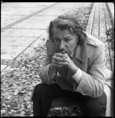 [Aktorius, režisierius, tapytojas Bronius Gražys Danės upės krantinėje. Klaipėda] / Bernardas Aleknavičius. - 1979