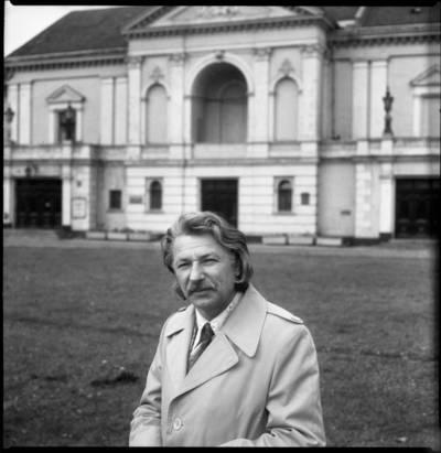 [Aktorius, režisierius, dailininkas Bronius Gražys Klaipėdos Teatro aikštėje] / Bernardas Aleknavičius. - 1979