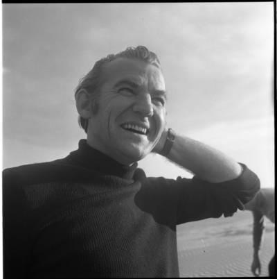 """[Kino režisierius, scenaristas Raimondas Vabalas nuotykių serialo """"Smokas ir Mažylis"""" filmavimo metu. Neringa] / Bernardas Aleknavičius. - 1975"""