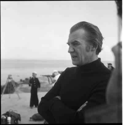 """[Kino režisierius, scenaristas Raimondas Vabalas filmo """"Smokas ir Mažylis"""" filmavimo metu. Neringa] / Bernardas Aleknavičius. - 1975"""