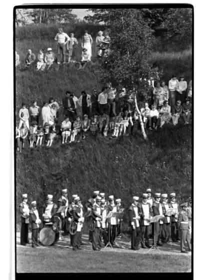 [Klaipėdos jūrų muziejaus 10 metų atidarymo jubiliejaus šventės muzikantai] / Bernardas Aleknavičius. - 1981