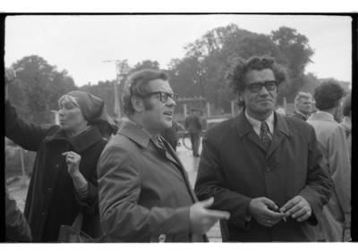 [Lietuvos rašytojai Klaipėdoje. Rašytojas Vytautas Jurgis Bubnys su rašytoju Edvardu Uldukiu] / Bernardas Aleknavičius. - 1979