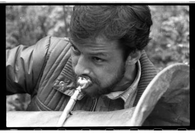 [Agluonėnų klojimo teatro spektaklio muzikantas] / Bernardas Aleknavičius. - 1988