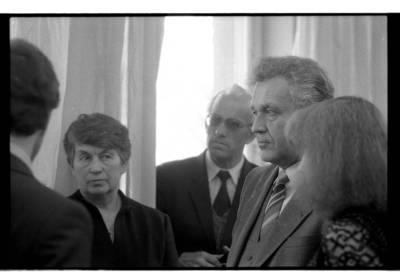 [Lietuvos rašytojų sąjungos Klaipėdos skyriaus nariai diskusijoje 1985 m. balandžio mėn.] / Bernardas Aleknavičius. - 1985
