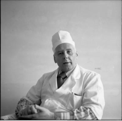 [Chirurgas profesorius Augustas Pronckus 1977 m. Vilnius] / Bernardas Aleknavičius. - 1977