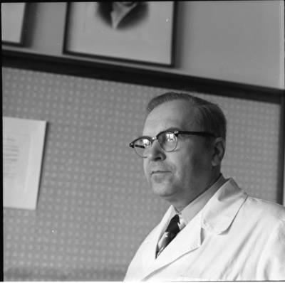 [Širdies chirurgas profesorius Algimantas Marcinkevičius 1977 m. Vilnius] / Bernardas Aleknavičius. - 1977