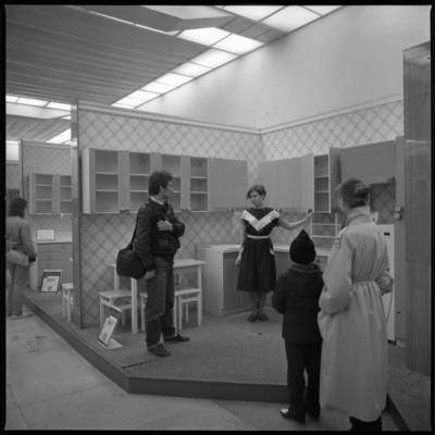 """[Baldų parduotuvėje """"Šilas""""] / Bernardas Aleknavičius. - 198-"""
