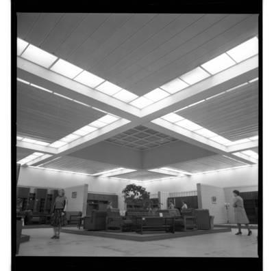 """[Ekspozicija baldų parduotuvėje """"Šilas""""] / Bernardas Aleknavičius. - 198-"""