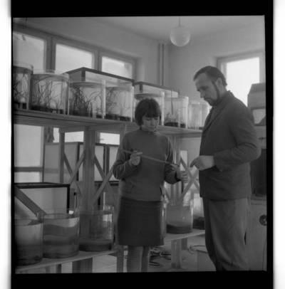[Klaipėdos probleminės jūrų elektrinės žūklės laboratorijos darbuotojai] / Bernardas Aleknavičius. - 1970