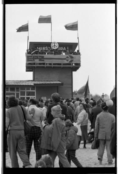 """[Šventosios skęstančiųjų gelbėjimo stotis. Ekologinė-politinė akcija """"Apjuoskime Baltiją rankomis"""", 1988 m.] / Bernardas Aleknavičius. - 1988.IX.03"""